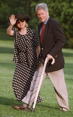 2FA6230B00000578-3376503-Eye_catching_attire_Hillary_called_this_polka_dot_number_from_19-a-7_1451342398797